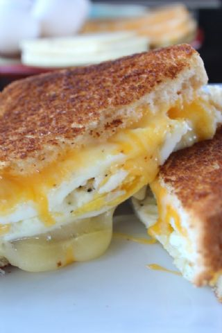Fried egg grilled cheese image