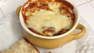 Rich and Simple French Onion Soup image